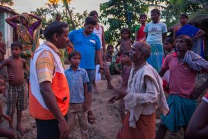 WVI-Relief-response-team-talking-to-some-victims-of-flood-at-Ghanshyampur-block
