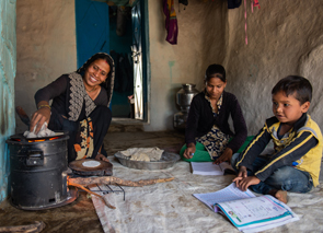 Addressing Indoor Pollutionand Climate ChangewithFuel-Efficient CookStoves